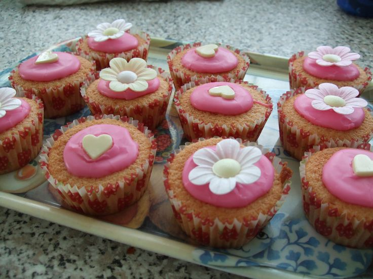 hearts and flowers cup cakes
