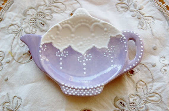 Love shabby chic and lace. Great little tea bag holder