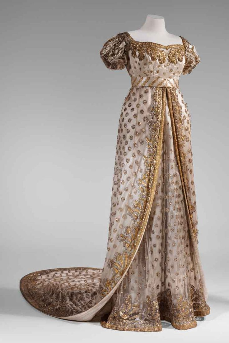 fashionsfromhistory:  Court Dress Worn by the Princessd'Eckmühl, wife ofMarshal Davout, to the Wedding of Marie Louise & Napoleon c.1810 Via (X)