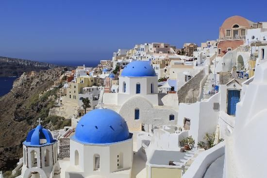 Discover Santorini through the eyes of a photographer!     Find the best views and hidden treasures on a photography tour.