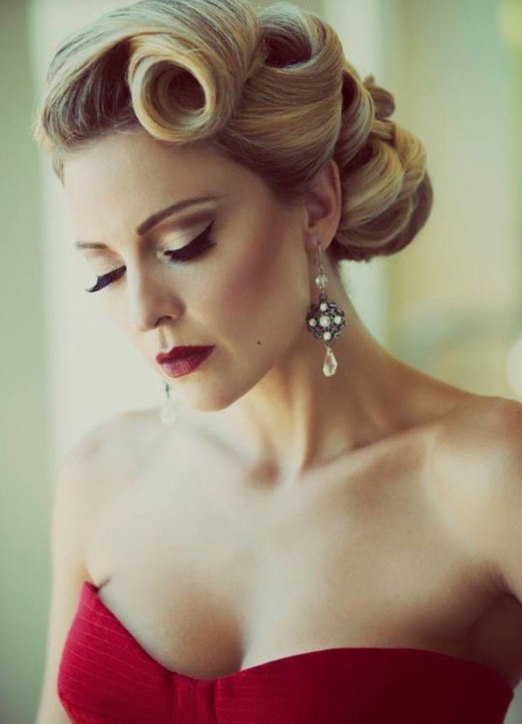 Прическа в стиле ретро - http://popricheskam.ru/116-pricheska-v-stile-retro.html. #прически #стрижки #тренды2017 #мода #волосы