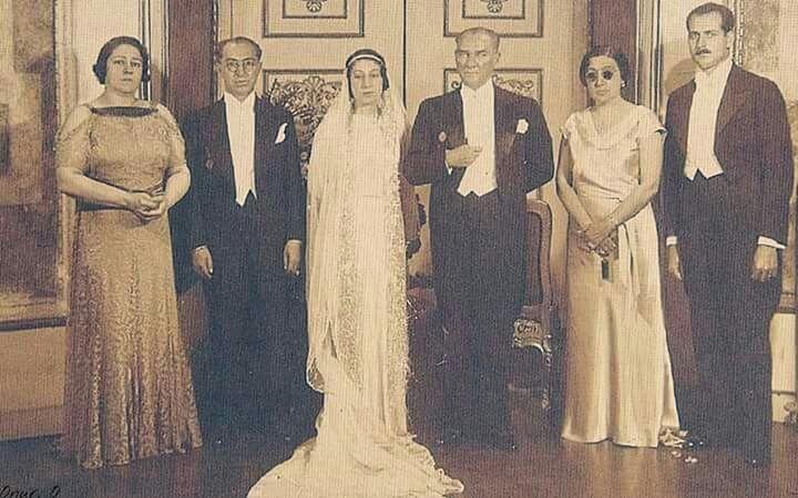 Atatürk, Fatin Rüştü Zorlu ile Tevfik Rüştü Aras'ın kızının nikah merasiminde ...  1933