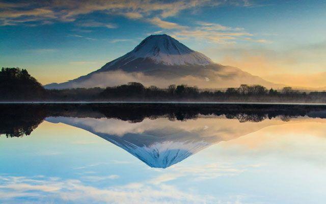 湖に映り込んだ美しい『逆さ富士』 この写真には秘密が… – grape [グレイプ]