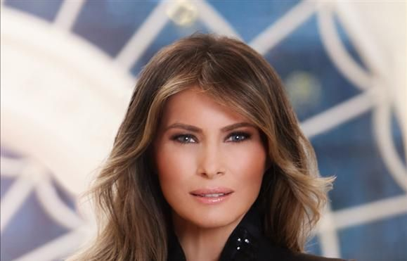 EUA - Primeira fotografia oficial de Melania Trump inclui anel de diamantes milionário