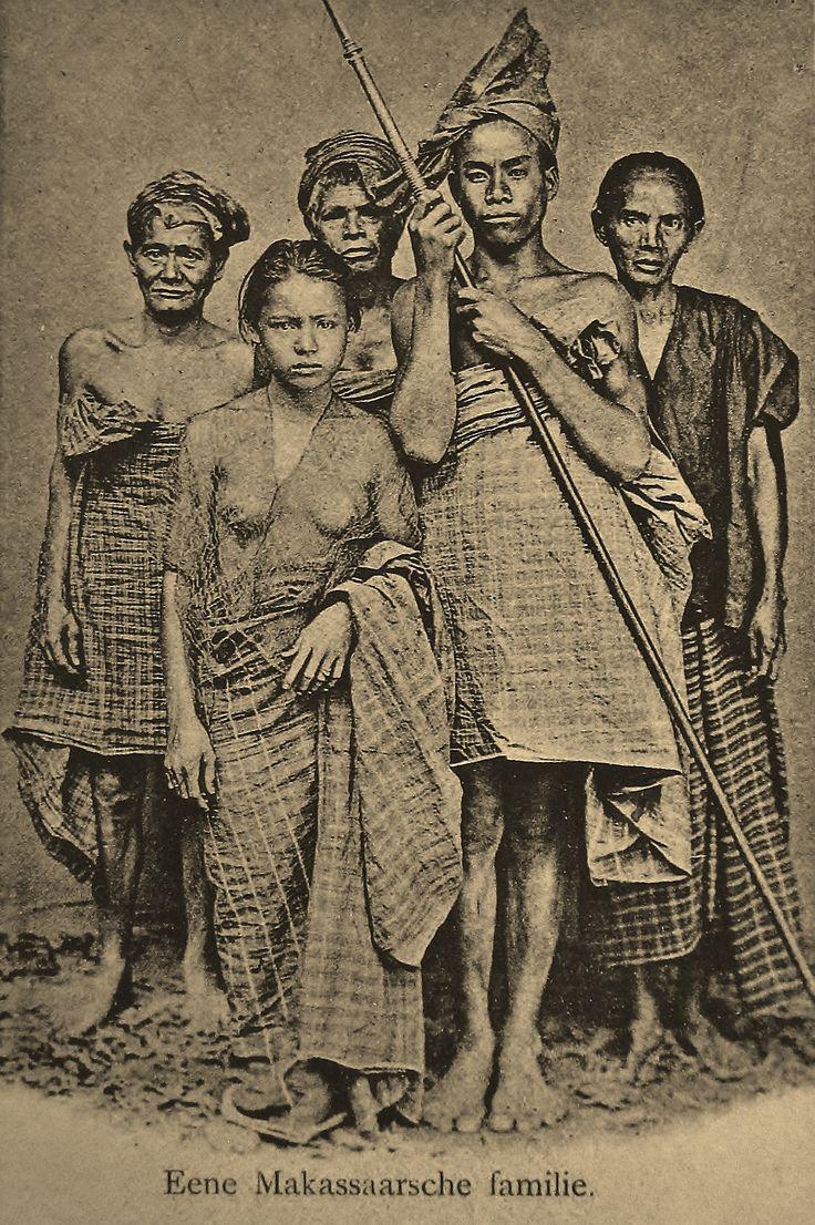 Makassar family Sulawesi ca. 1920