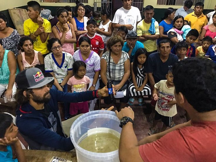 TABLISTA GABRIEL VILLARÁN Y ONG WAVES FOR WATER DISTRIBUYEN MILES DE FILTROS DE AGUA PARA LOS DAMNIFICADOS