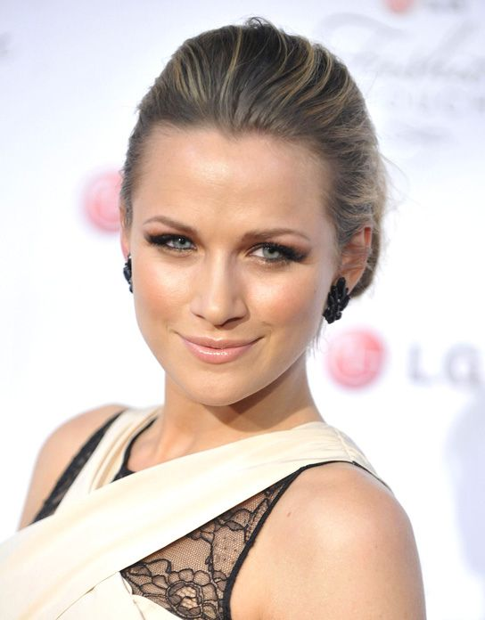 Shantel VanSanten (Quinn James) - One Tree Hill | Red ...