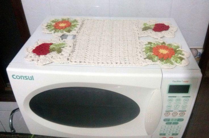 Jogo de cozinha 4 peças, tamanhos: <br>1 capa para filtro de 15 litros <br>1 capa para botijão de gás de 13 Kg <br>1 toalha de microondas 30 litros <br>1 toalha de fogão 4 bocas