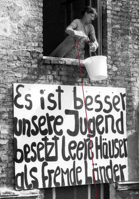 Umbruch Bildarchiv Fotos Hausbesetzungen in Berlin - Fotoausstellung über 30 Jahre Häuserkampf und Bewegung