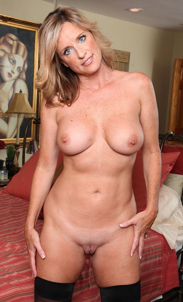 Milf posing galleries