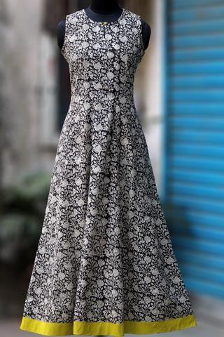 maxi sleeveless dress - white daisies on a night sky