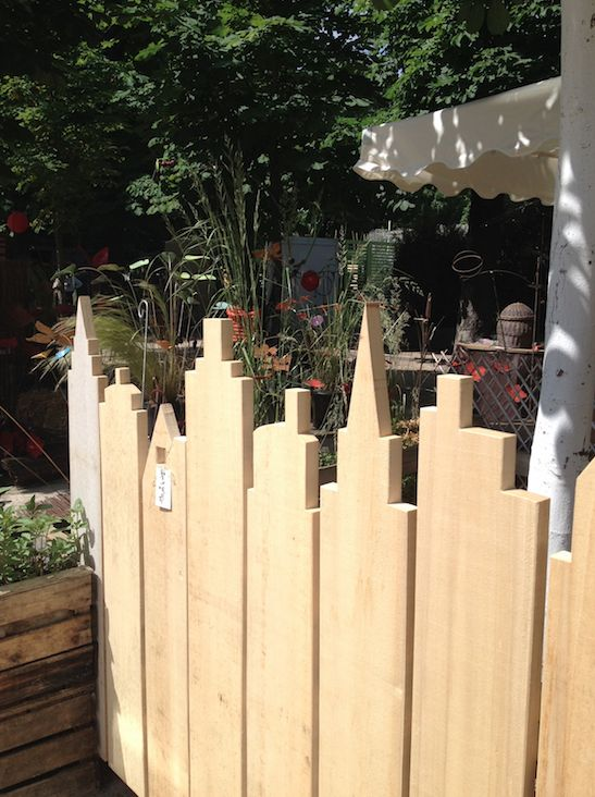 Barrières bois toits de maison expo Jardins jardin Paris