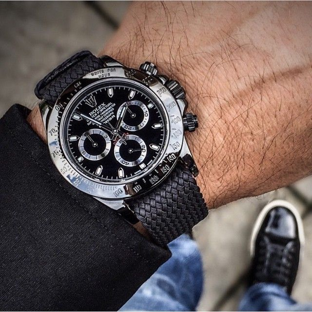 Rolex Daytona paired up with the beautiful Perlon strap from @whatchsdotcom⌚️