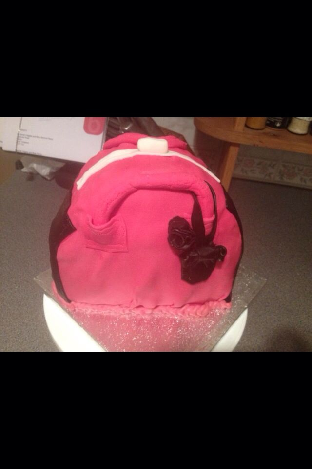 Hand bag cake