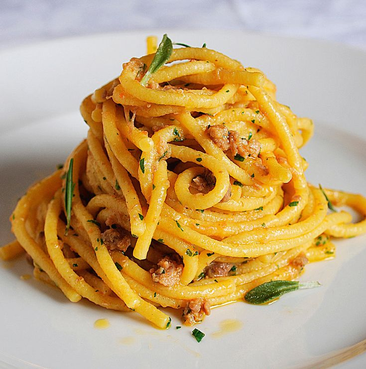 I bigoli sono un tipo di pasta fresca tipica del Veneto. Provali col sugo d'anatra nella ricetta di Sale&Pepe.