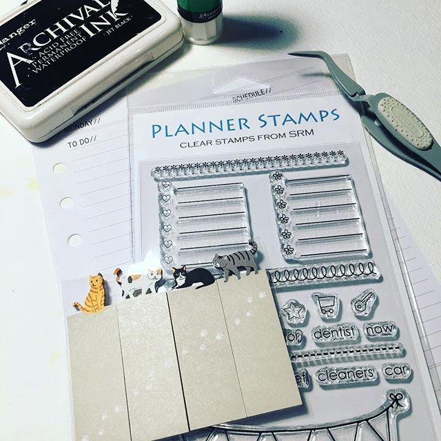 Da er det bare å sette i gang med planlegginga av neste uke 😉 #hobbykunst #hobbykunstnorge #planners #planlegging #littlebdesigns #kreativglede #plannernerd #filofaxing #kalenderdilla #stickynotes #hobbybutikklørenskog