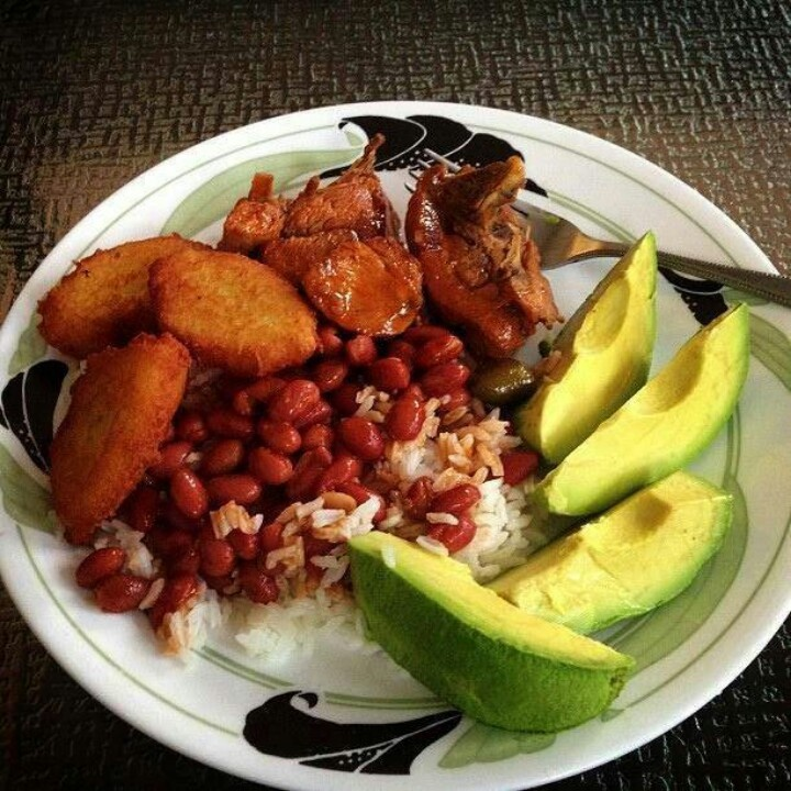 A Dominican Republic food for luch at 12:00 pm mmmmm love it!