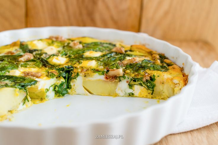 Omelette with spinach, fetacheese, potatoes and walnuts