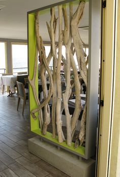 Cloison en bois flotté. / Drift wood wall.