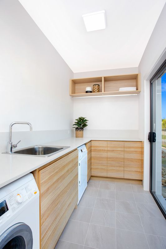 Beautiful modern looking laundry in polytec Natural Oak Ravine. http://www.polytec.com.au/colour/natural-oak/