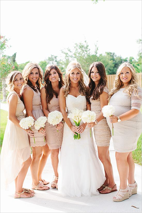 bridesmaids | champagne dresses | outdoor wedding ideas | champagne weddings | #weddingchicks