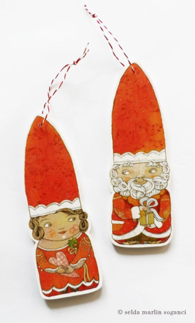 ... nun ist es amtlich: der Weihnachtsmann hat also auch eine wunderhübsche Weihnachtsfrau!  Für Dich gibt´s hier das schmucke Paar im Set, fein verpackt im Geschenkkarton :  1 x Weihnachtsmann 1 x...