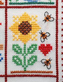 "Sal ""My little heart"" Part 8, two choices. Free chart cross stitch bees with sunflower and heart"