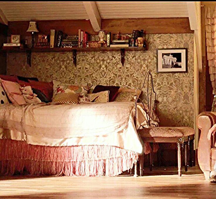 Spencer Hastings Bedroom Wallpaper Bedroom Upholstered Headboard Little Boy Bedroom Sets Bedroom Decor Neutral: Aria Montgomery's Room Pll €�