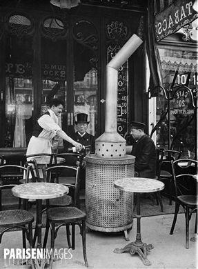 Terrasse d'un café, pendant l'hiver. Paris, vers 1910.