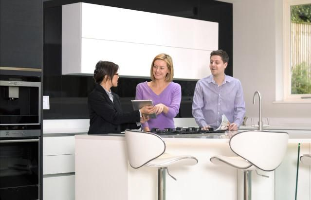 How Real Estate Agents Manage Expenses