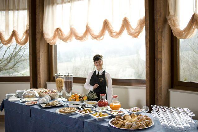 """Hotel """"Le Grotte"""". Sala colazioni. Il #buongiorno si vede dal #mattino, e quale buongiorno migliore se non un'ottima e abbondante #colazione?"""