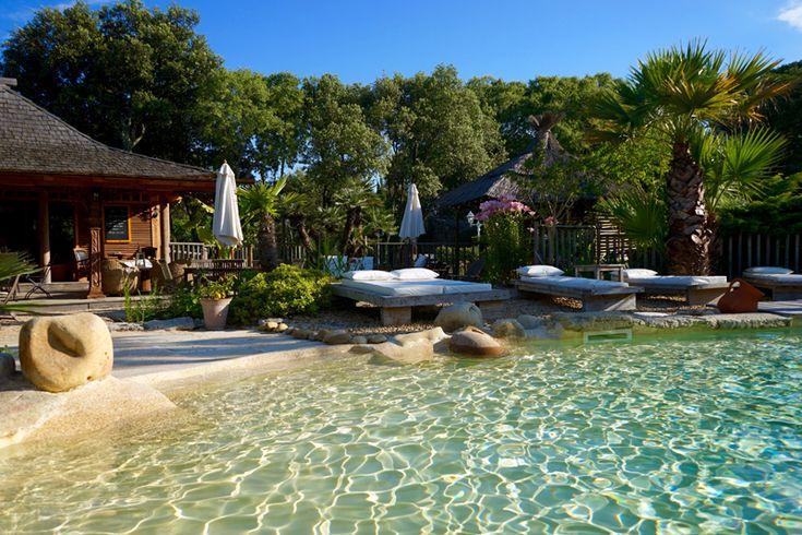 Venez découvrir la Villa Vanille, une invitation au voyage situé au sud de la France entre Nimês et Montpellier, dans un cadre typique d'une île.