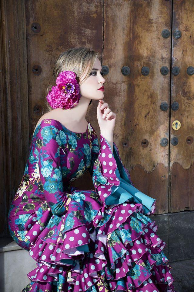Vestido de nuestra coleccion 2017 de trajes de flamenca.   Flamenca dress of our 2017 collection of flamenca dresses.