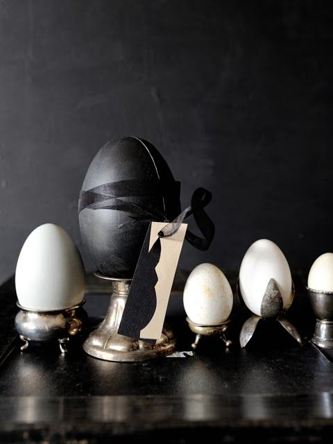 Egg styling for Easter - via Coco Lapine Design