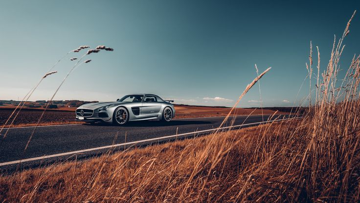Mandage er ok. Mandage bag rattet i en SLS er exceptionelle.  #MBPhotoCredit: Dennis Noten #MBSocialCar