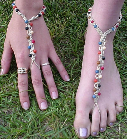 I wanna make these for my Ren Faire costume ~ I like this. Maybe I can do the bracelette.
