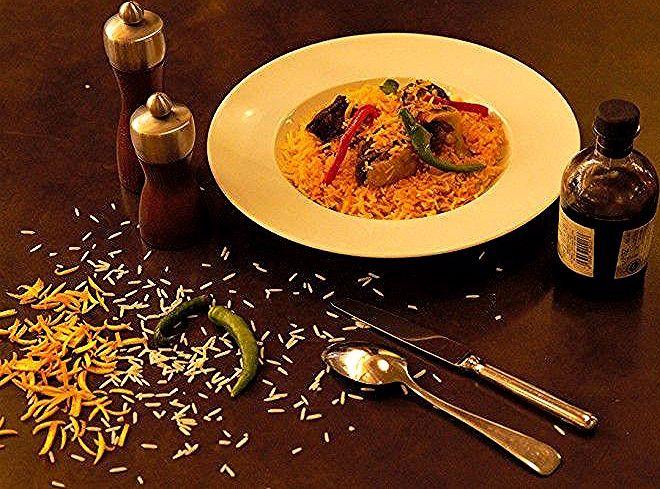 قدم الشيف عبد الله السويدان خصيصا لمطبخ سيدتي أشهى أكلات المطاعم السعودية بطريقته المبتكرة والشهية أرز مندي باللحم بالفيديو Decorative Tray Home Decor Tray