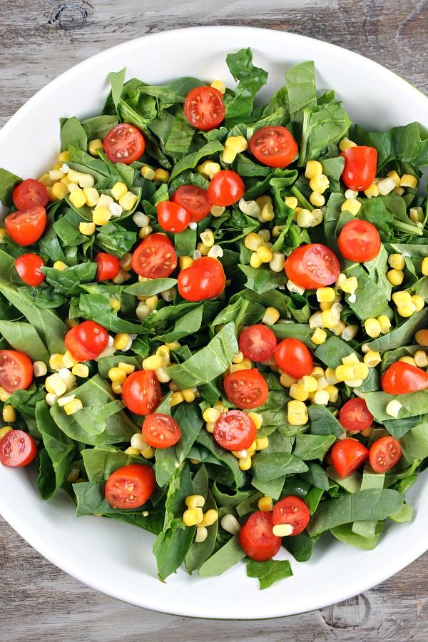 Chicken Spinach Salad - who can resist these colors? #salad #spinach #foodart