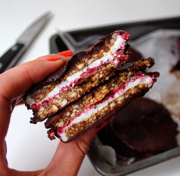 Rawgonwheels – raw vegan wagonwheels – 30 days of blogging #8 Anyone remember wagonwheels? Chewy biscuits sandwiched with marshmallow, jammy sauce and coated in...