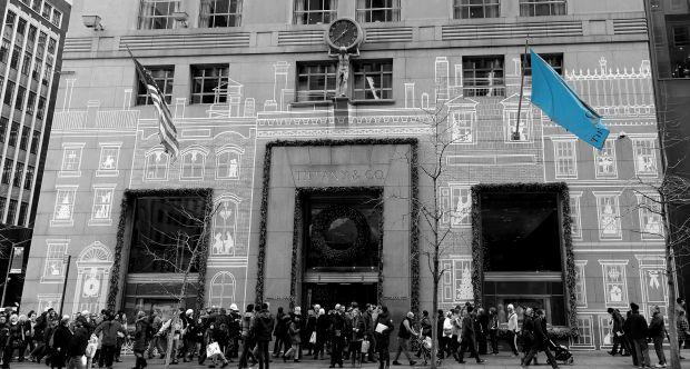 No ano 1940, a Tiffany & Co. mudou-se para o número 727  da 5ª Avenida, que faz esquina com a rua 57, num luxuoso e elegante prédio Art Déco de cinco andares, que continua a ser a loja principal da prestigia Joalharia e um importante ponto turístico de Manhattan. Sobre a entrada principal da loja podemos apreciar uma estátua do Deus Atlas, segurando um relógio nos seus ombros, esculpida pelo artista Henry Frederick Metzler, um amigo pessoal de Charles Tiffany.