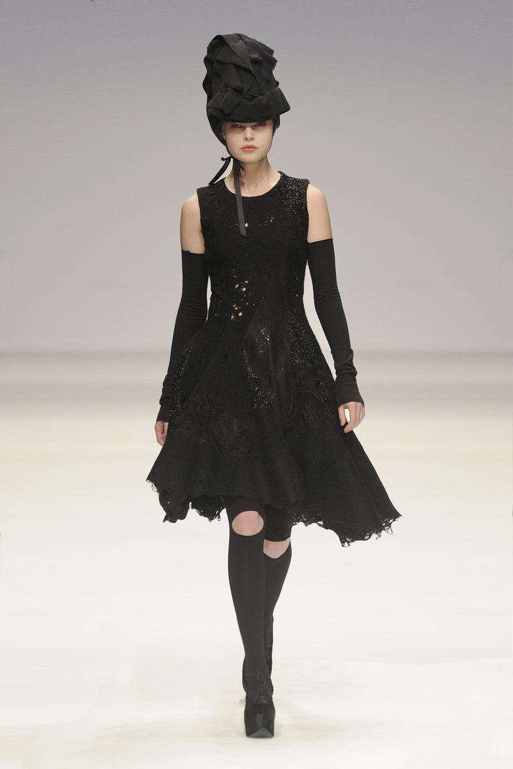 John Rocha AW10 #womensfashion #catwalk #fashion #lfw #designerwear #readytowear