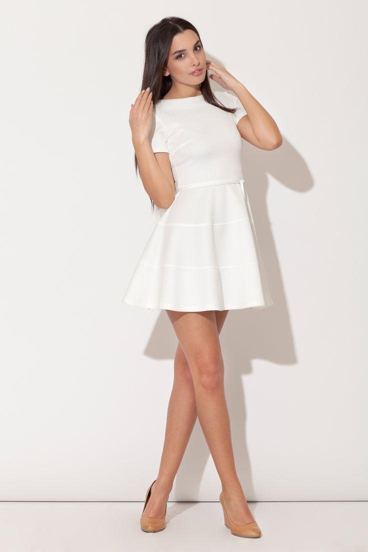 Dziewczęca rozkloszowana sukienka , wg. mnie bardzo ładna :-)