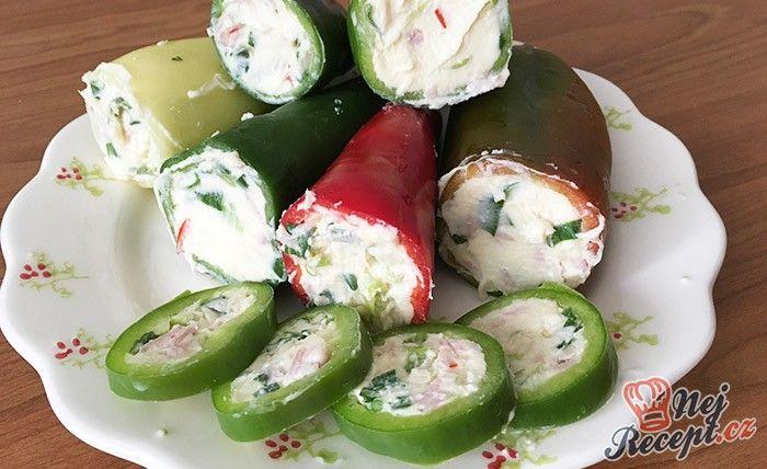 Plněná paprika se šunkou, sýrem a cibulkou