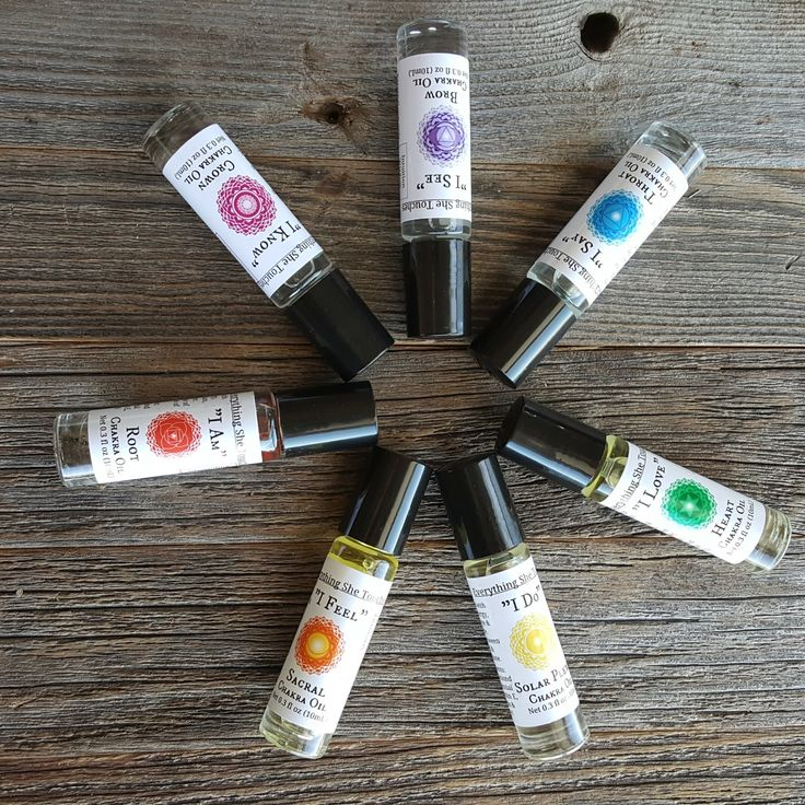 Our handmade Chakra Oil Set features 7 unique oils each infused with Reiki energy, crystals, and essential oils that align with its corresponding chakra. Great ror Reiki therapy, massage therapy, or self-healing on-the-go!