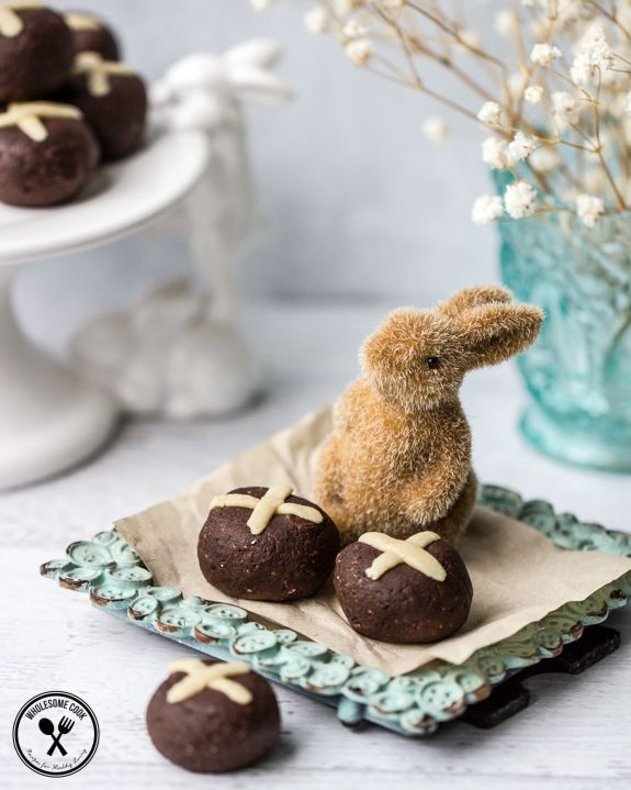 Chocolate at Easter time is such a given, as are the traditional hot cross buns. Combining the two in a bite-sized truffle is a fun and indulgent way to enjoy a treat these holidays. Dairy-free, s…