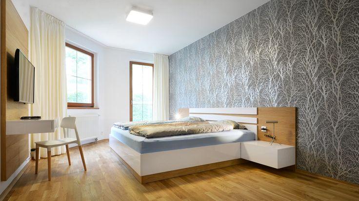 Hlavní ložnice má atypický tvar, zabydlel ji nábytek z dubové dýhy navržený na míru - ProŽeny.cz