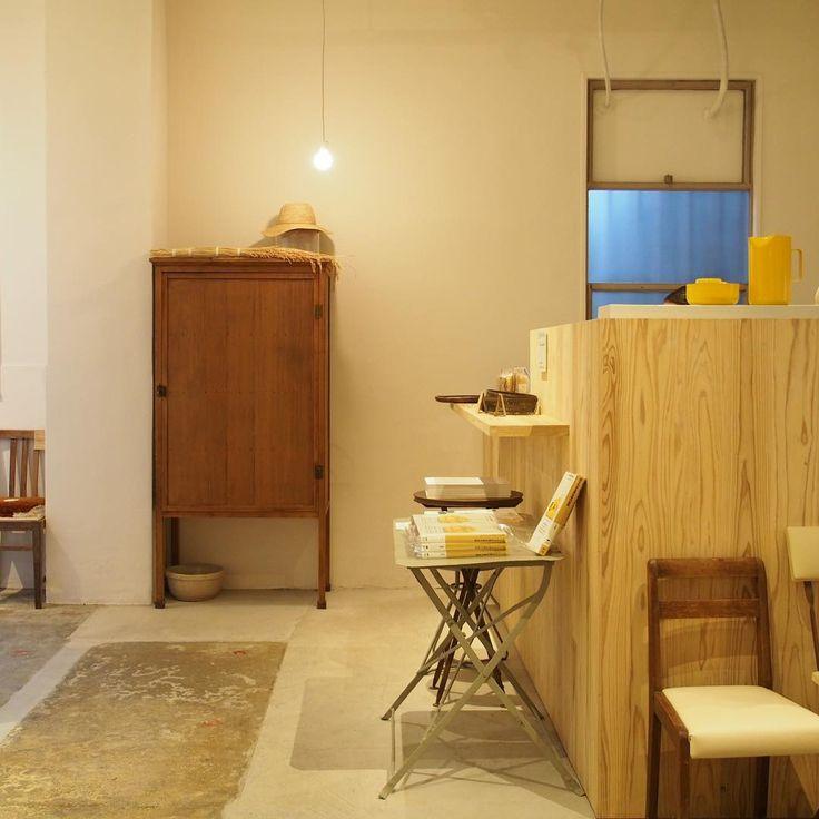 内田さんが集められた1926頃からの萬古焼のプロダクトから器のコレクションの展示、カフェとお店が一緒にあるスペースです。古いビルをリノベーションされて使われています。おそらく内田さんがコレクションされてきた李朝などの貴重な器も販売されていて驚きました。 #bankoarchivedesignmuseum #KoichiUchida #UchidaKoichi