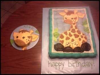 Giraffe first birthday cake. Vanilla pull-apart cupcake cake with vanilla buttercream & vanilla smash cake with vanilla buttercream. Free-handed buttercream decoration to match party plates.