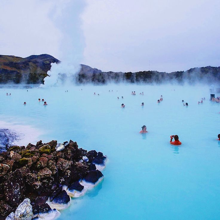 Add this one to your #bucketlist !It's the #bluelagoon outside of #Reykjavik in #Iceland. Hot water and cold air? Yes, please. Tag who you'd go with!  roammateapp.com  #travel #friends #roammate