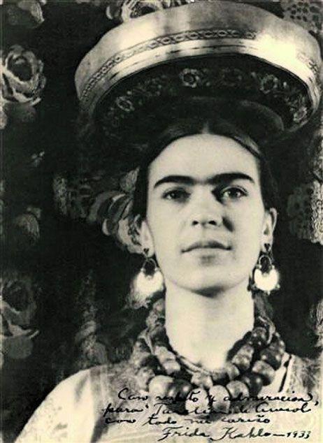 Forte como uma árvore e sensível como a asa de uma borboleta. Frida Kahlo.